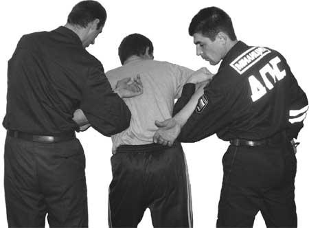 как надевать наручники