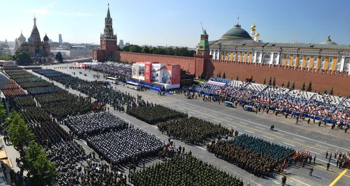 кто командовал парадом победы в 1945