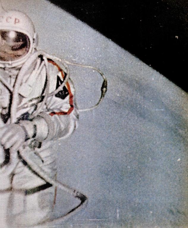 первый космонавт в открытом космосе