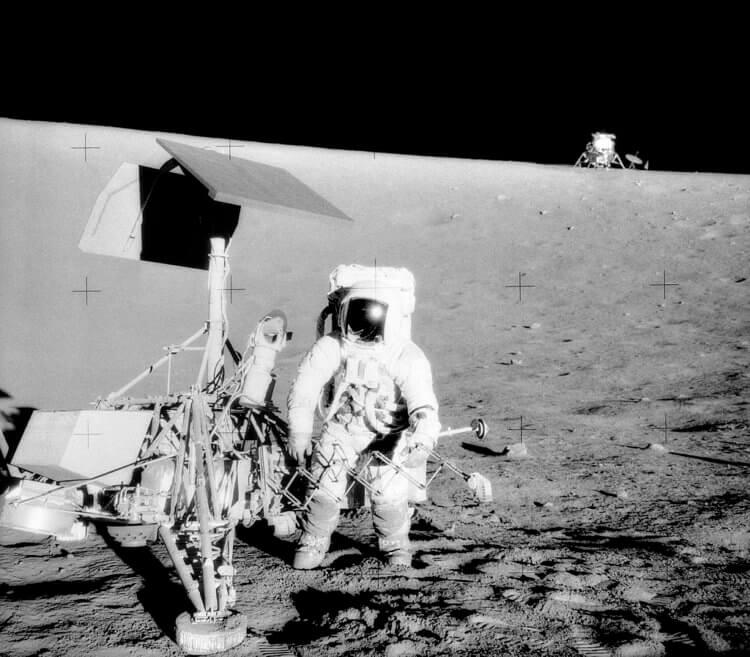 летали ли американцы на луну