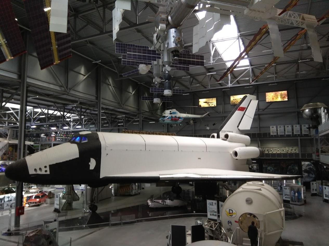американский астронавт побывавший на луне