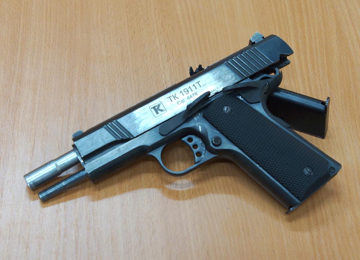 травматический пистолет colt