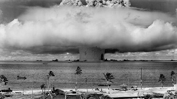 первые испытания атомной бомбы прошли