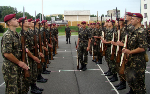 сколько зарплата в армии