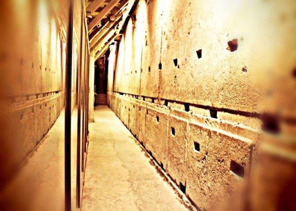 рухнула берлинская стена