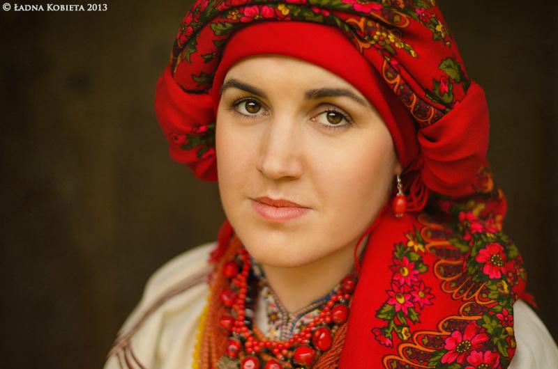 украинская девушка в национальном костюме