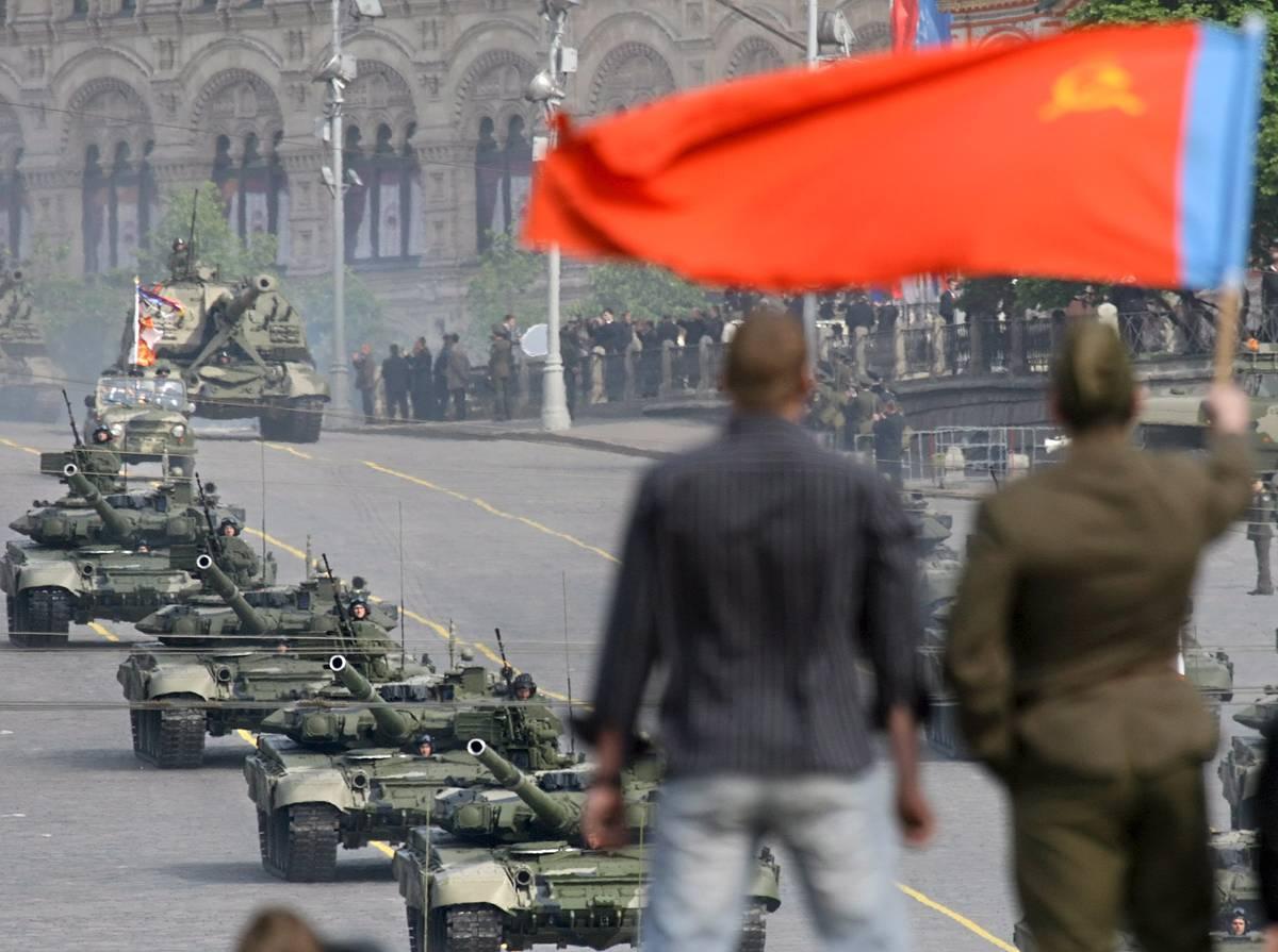 кто принимал парад победы в 1945