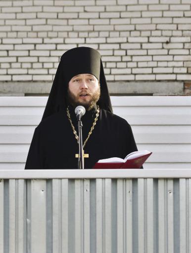 священник на армейской службе