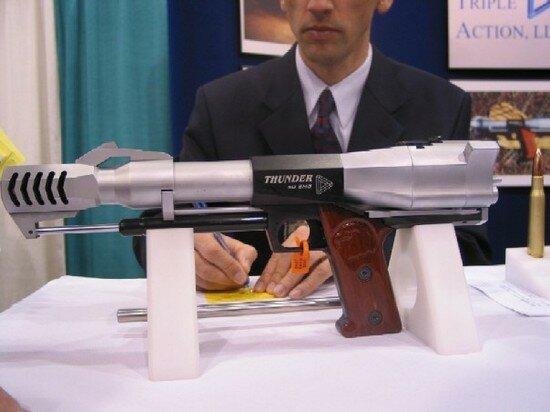 огромный пистолет