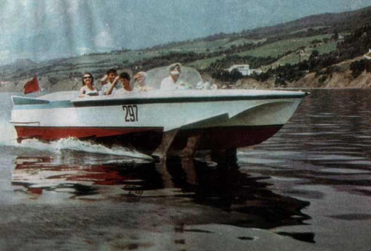 судно на подводных крыльях ракета