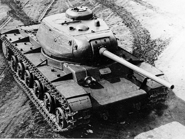 кто придумал первый танк