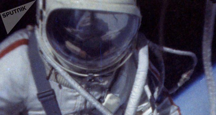кто совершил первый выход в открытый космос
