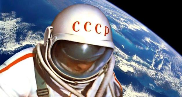 алексей леонов первый в открытом космосе