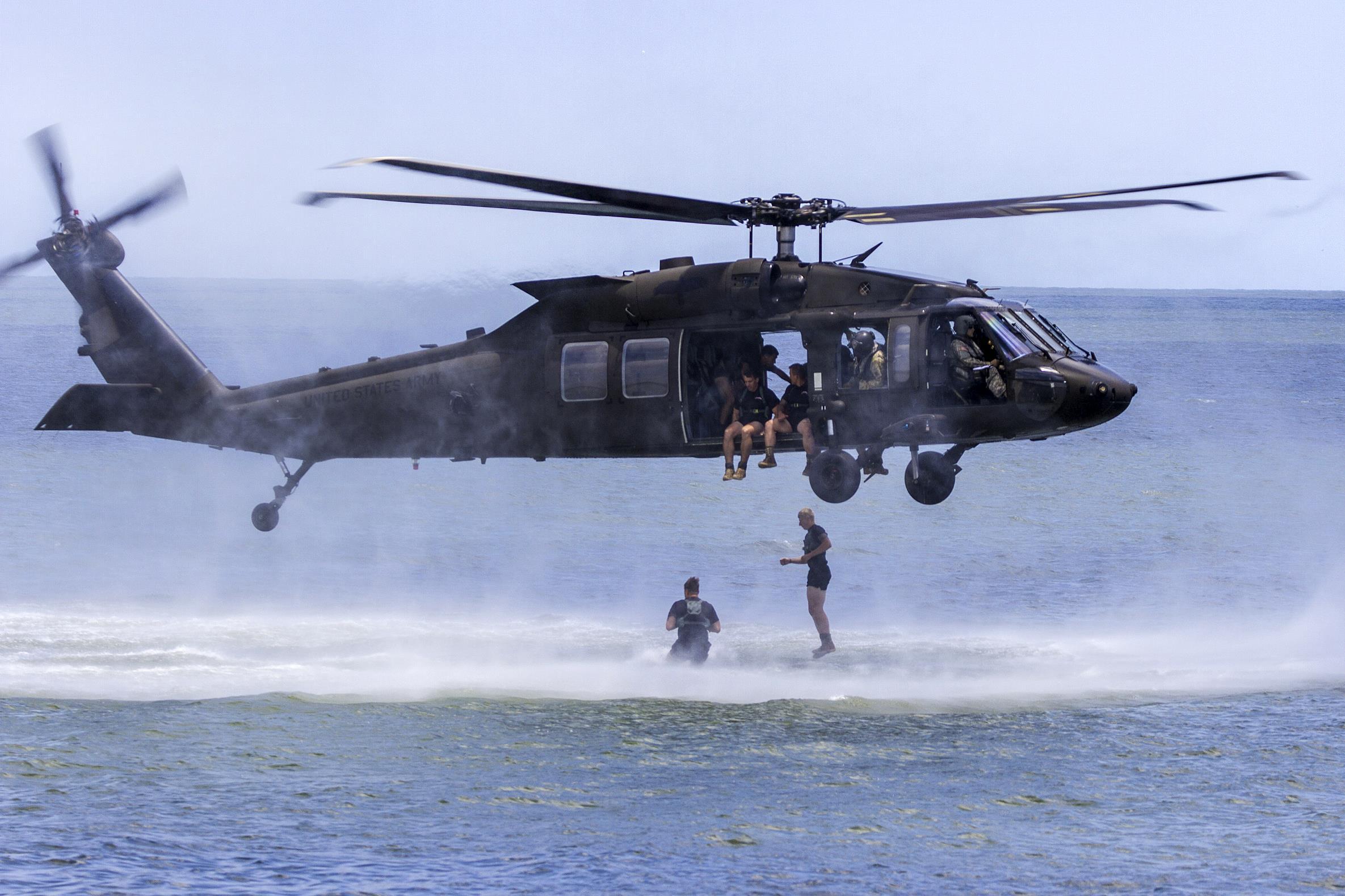 черный ястреб вертолет