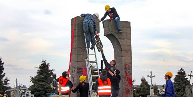памятник воину освободителю в берлине автор