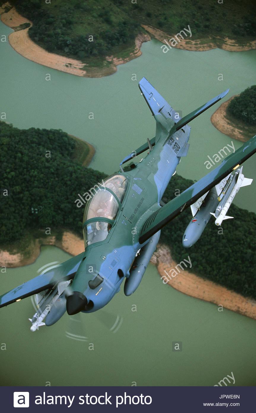 тукано самолет