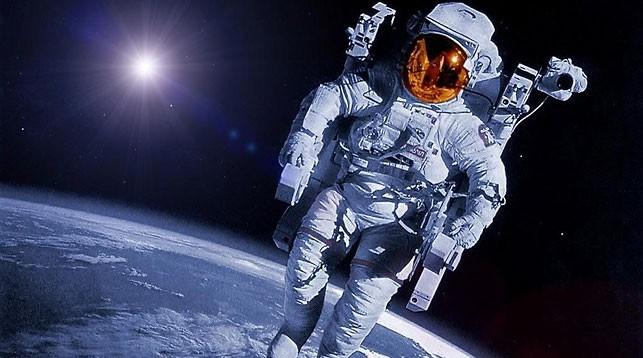 кто первый полетел в космос в мире