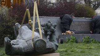 воин освободитель в берлинском трептов парке