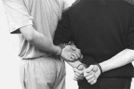 как одеть наручники
