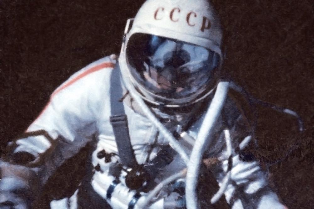 когда человек впервые полетел в космос