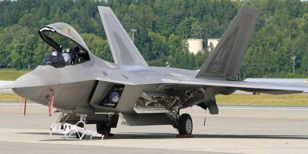 сколько боевых самолетов в россии