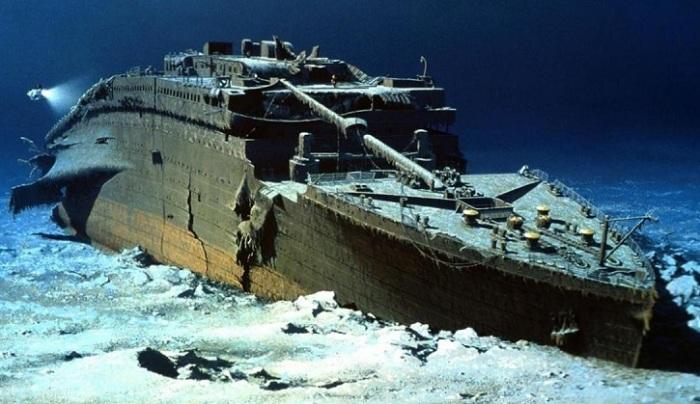 корабль под водой