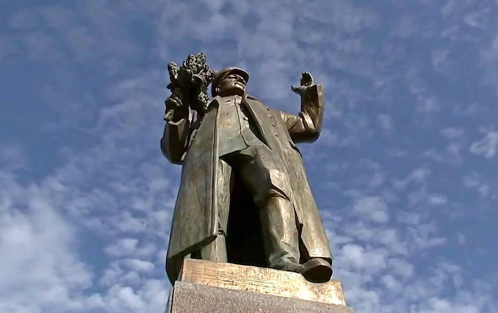 монумент воин освободитель в берлинском трептов парке