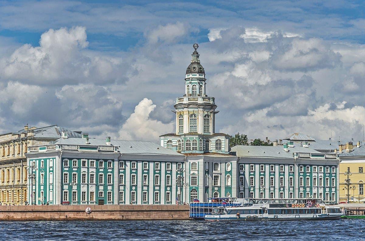 в каком году питер стал столицей россии