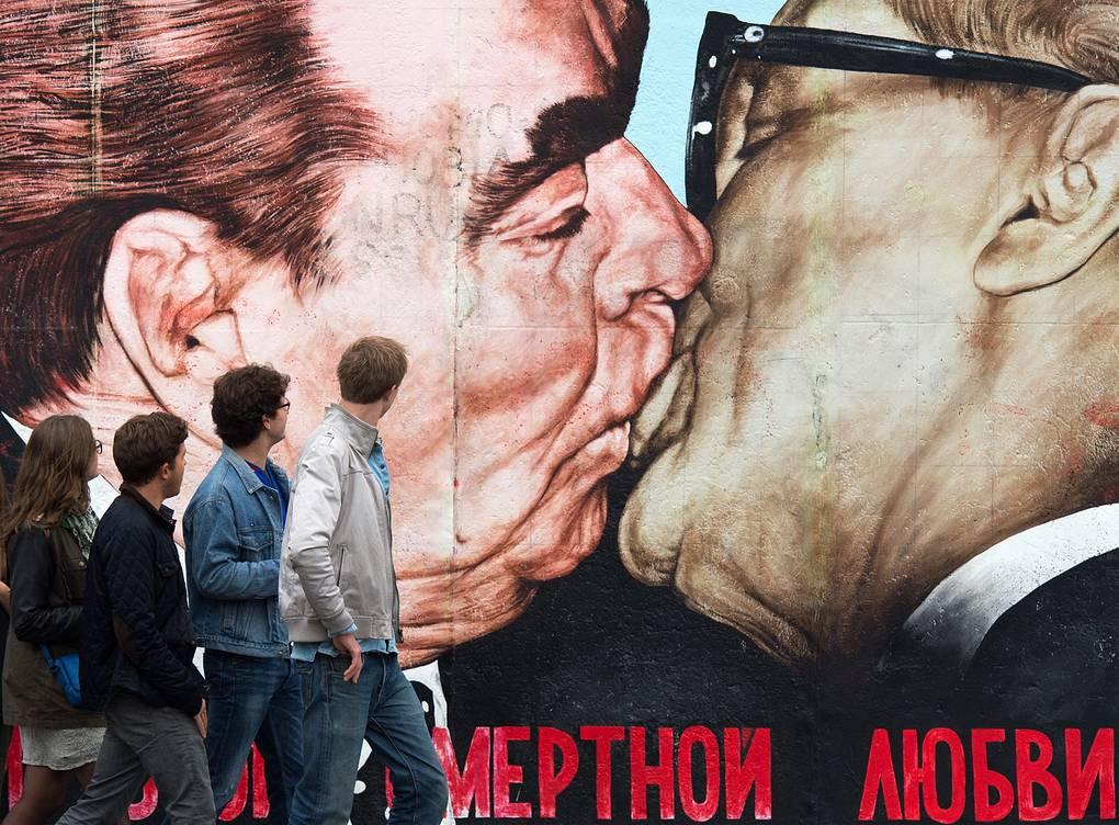 в каком году упала берлинская стена