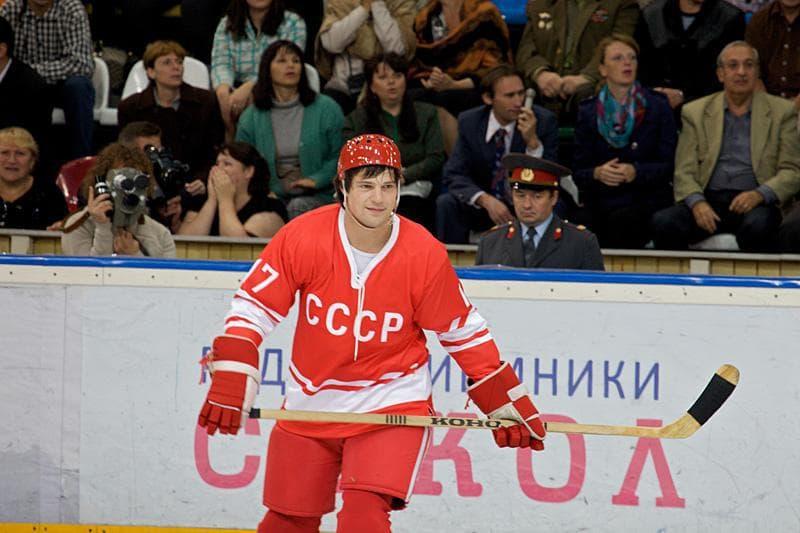 тихонов хоккеист