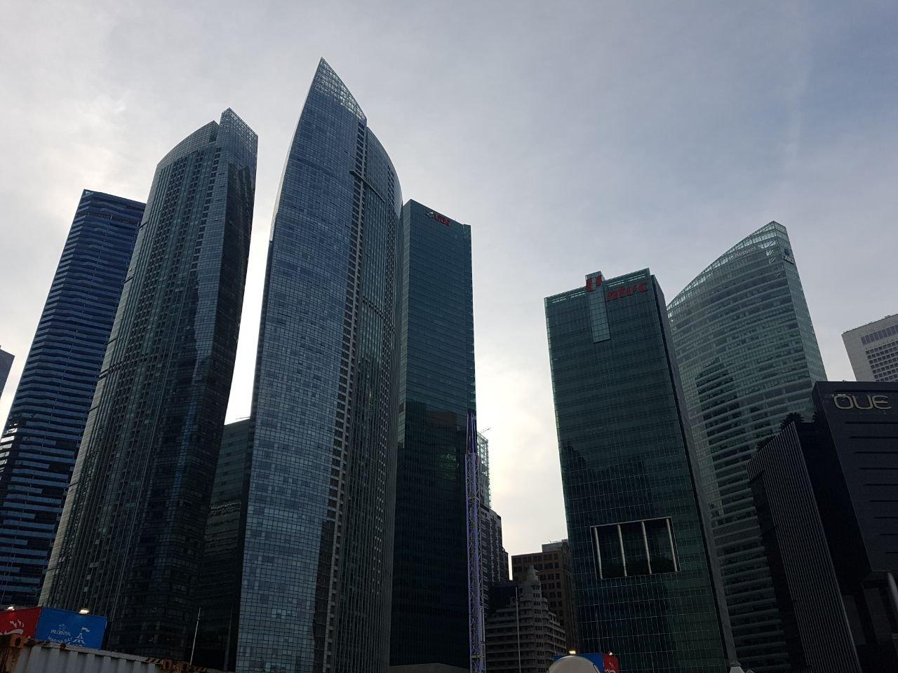 за счет чего живет сингапур