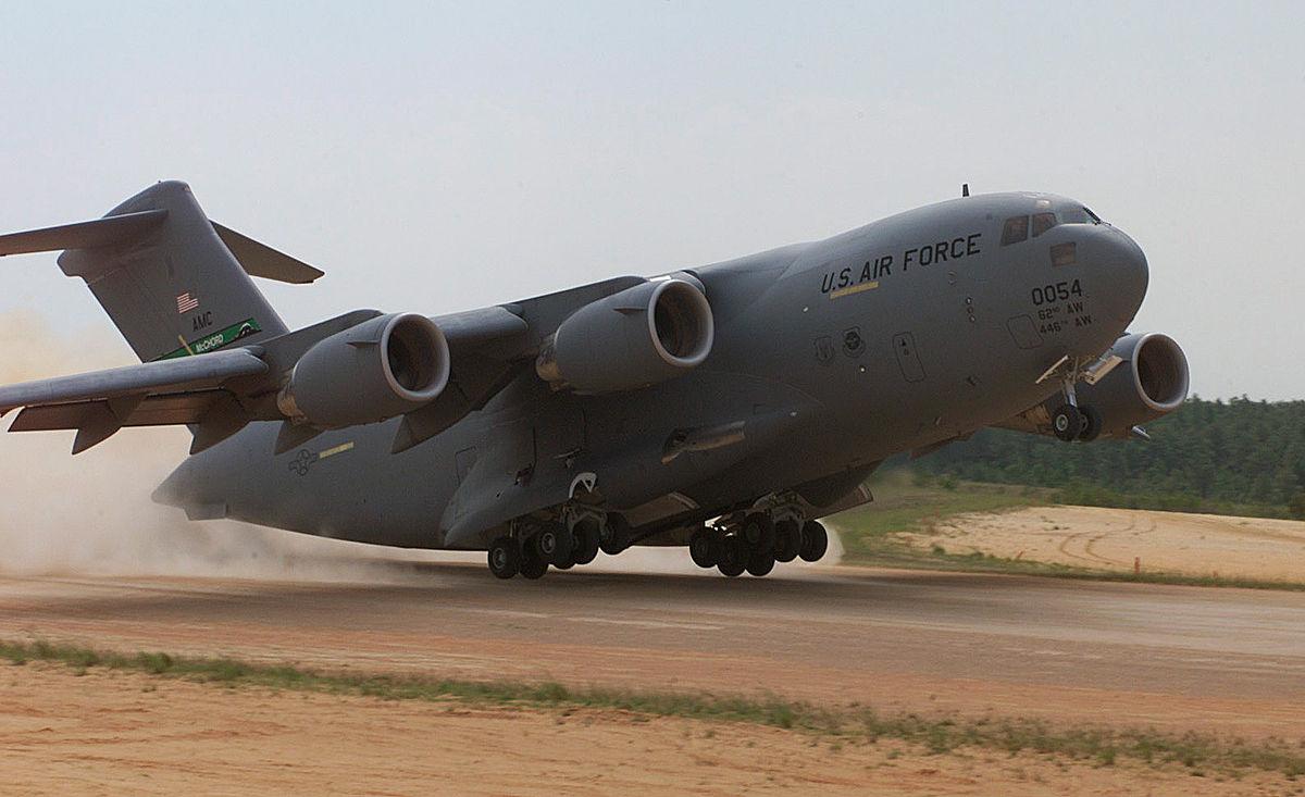самолет c 17
