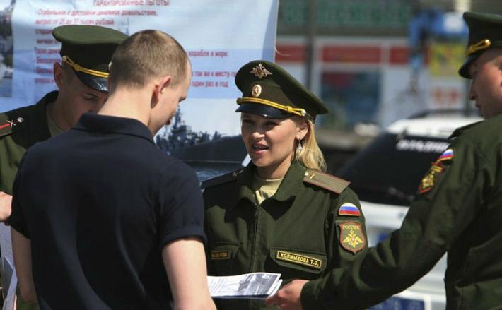 армейские девушки