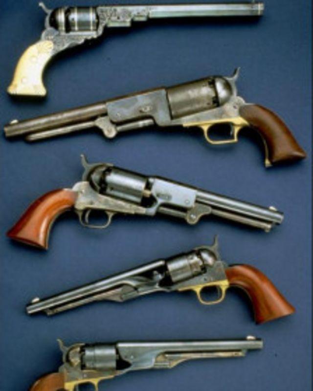 кто изобрел револьвер