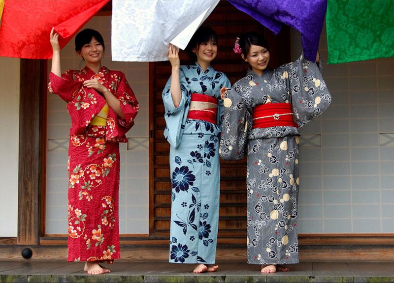 красивое кимоно