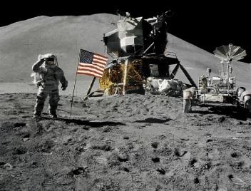 кто высадился на луну
