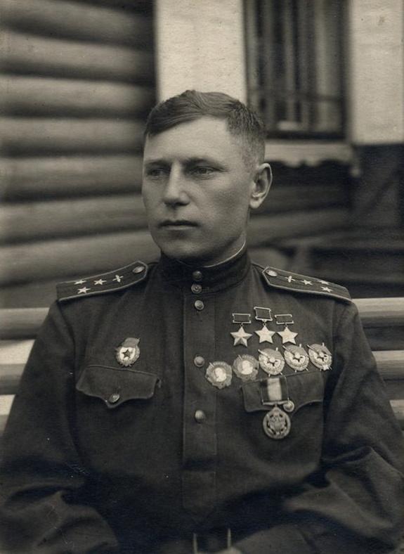 первый трижды герой советского союза