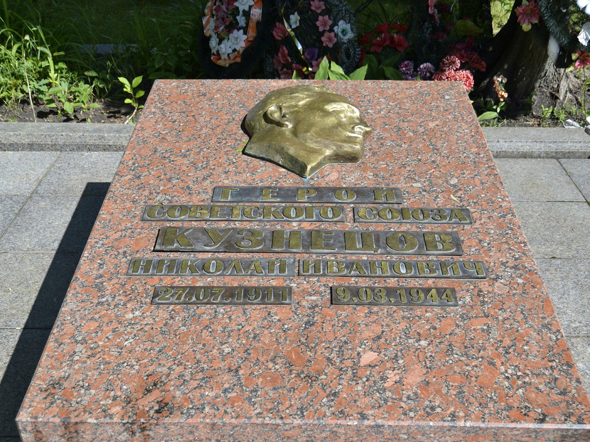 николай кузнецов биография