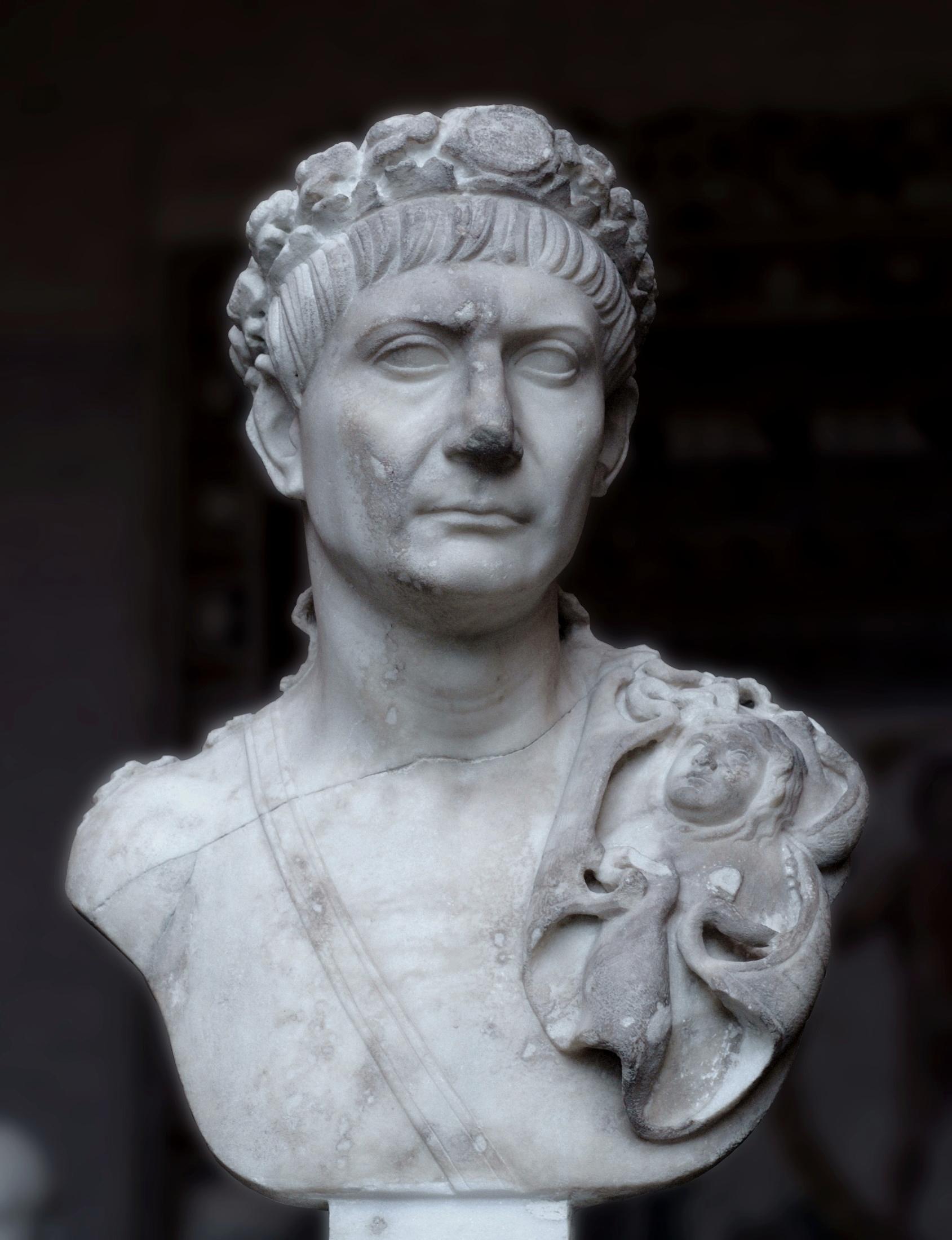 император ромул