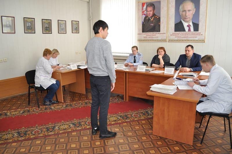 заседание призывной комиссии в военкомате
