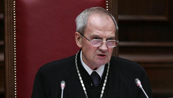 председатель конституционного суда рф назначается