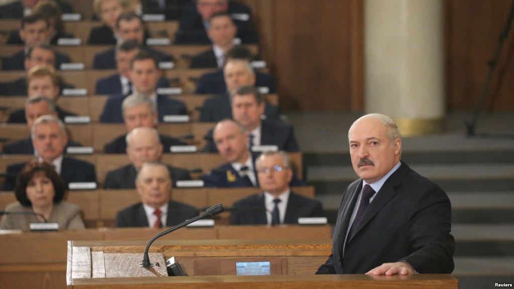 первый президент белоруссии после распада
