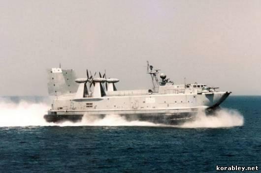 судно на воздушной подушке зубр