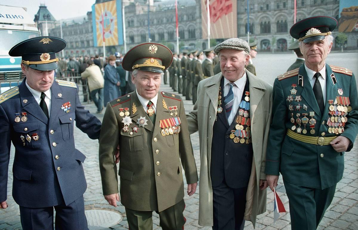 кто принимал парад победы в 1945 году