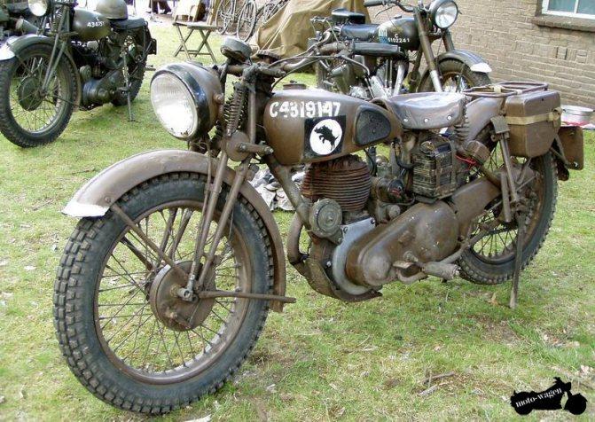 немцы на мотоцикле с коляской