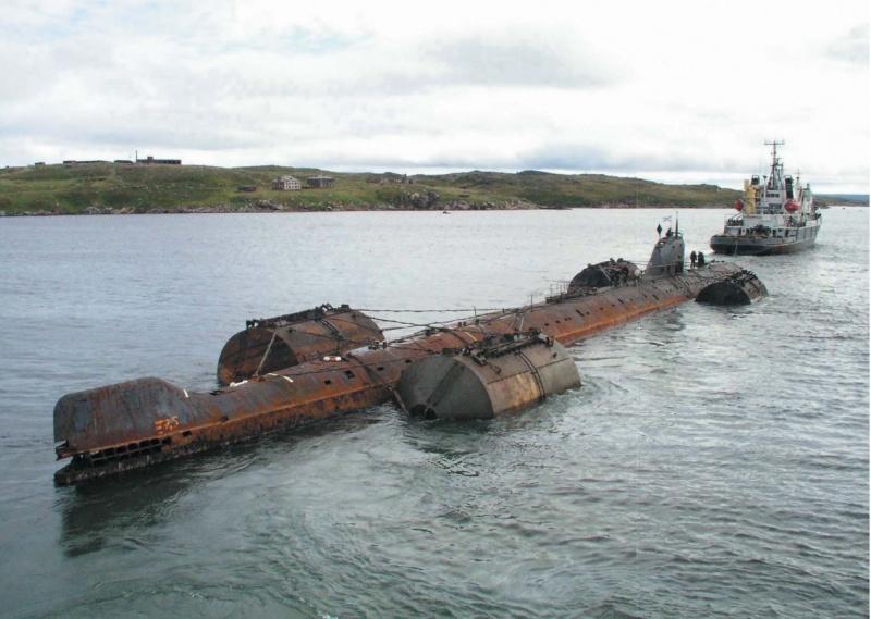 лодка комсомолец