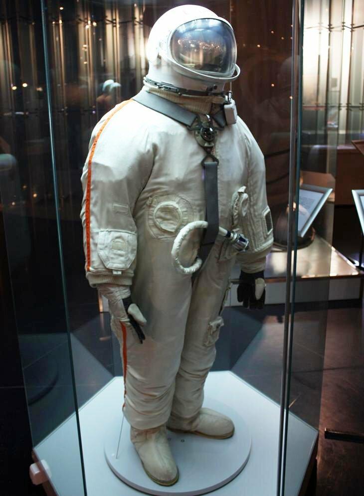 первый выход в открытый космос леонова