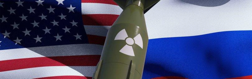 Ракета 9М729 на фоне флагов