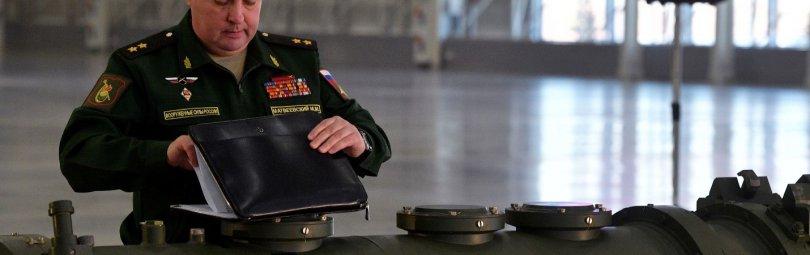 Российский офицер на брифинге