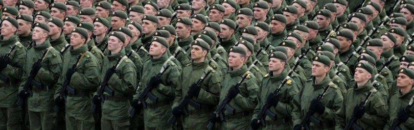 Российские солдаты на плацу